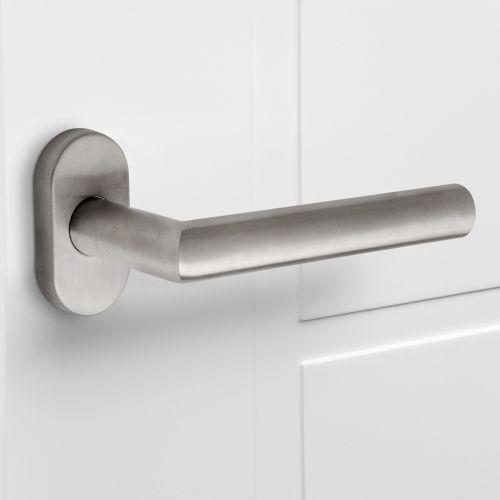 Manivelas con roseta oval para puertas de interior, forma de L recta, acero inoxidable, Níquel satinado, 2 sets.