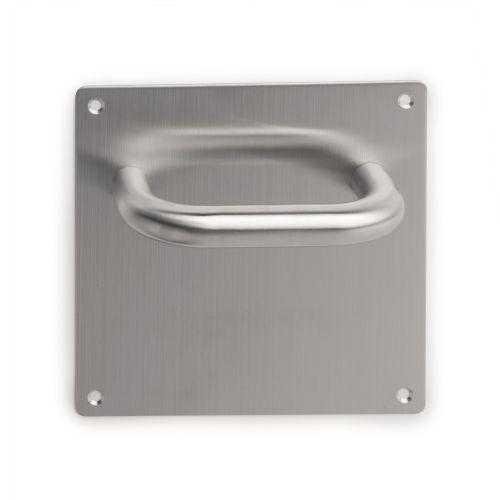Juego de manillas con placa de 17x17 cm para puertas de interior.