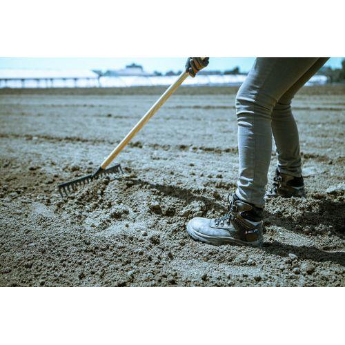 Rastrillo intensidad media, con mango de madera, para preparar la tierra, limpiar, igualar y cubrir sembrados / 951CML